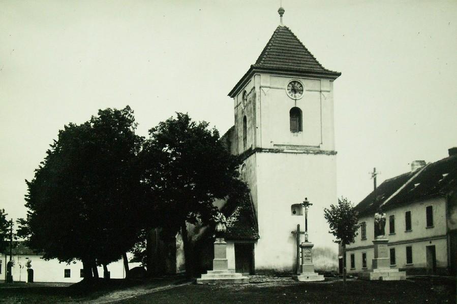 HOŠTICE KOSTEL 1928